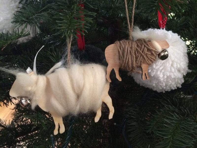 Des moutons dans le sapin
